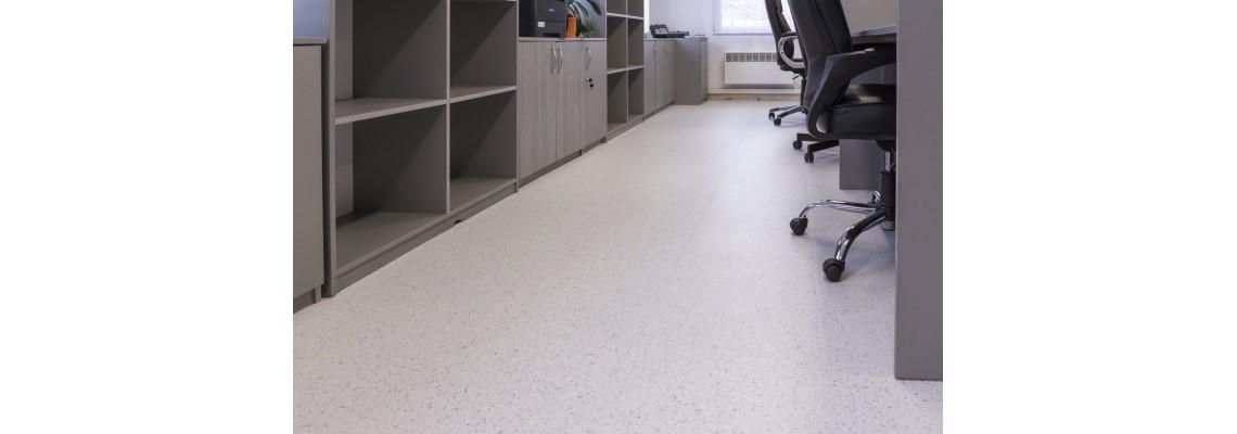 Akú podlahu umiestniť do komerčných priestorov, ako sú napríklad kancelárie?