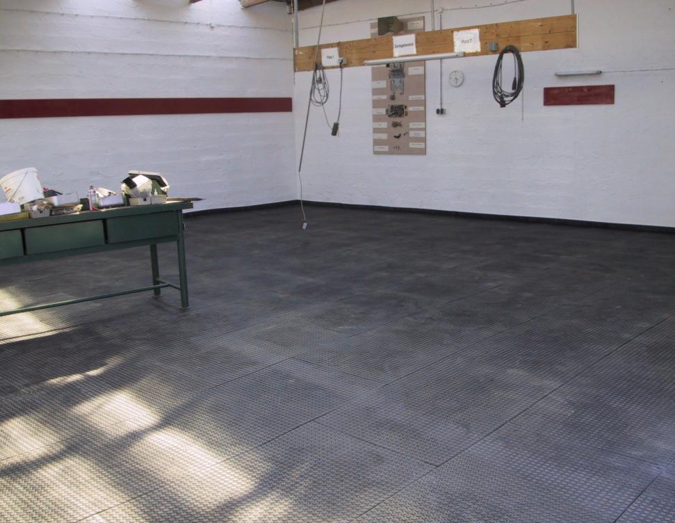 recyklátové podlahy do chodby