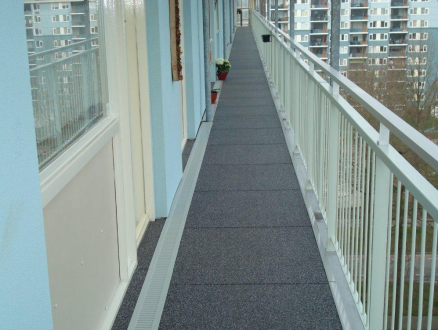 odolná podlaha na zimnom stadione