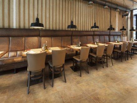 odolná podlaha v reštaurácií